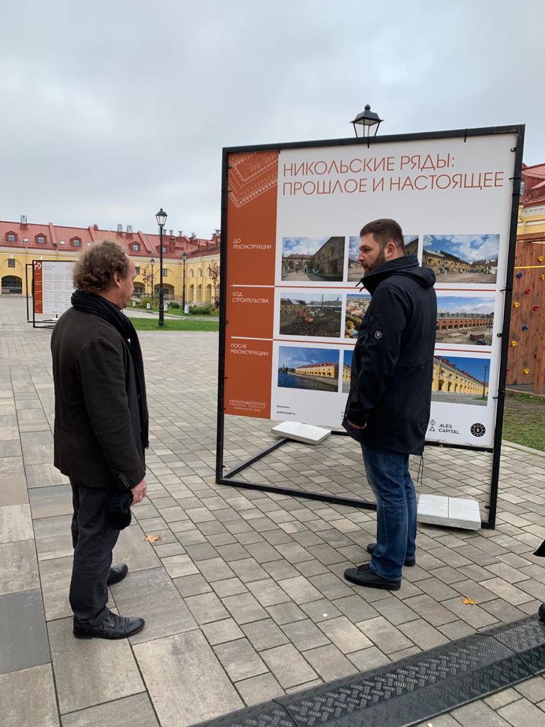 Митя Кузнецов (слева) исследует прошлое и настоящее Никольских рядов