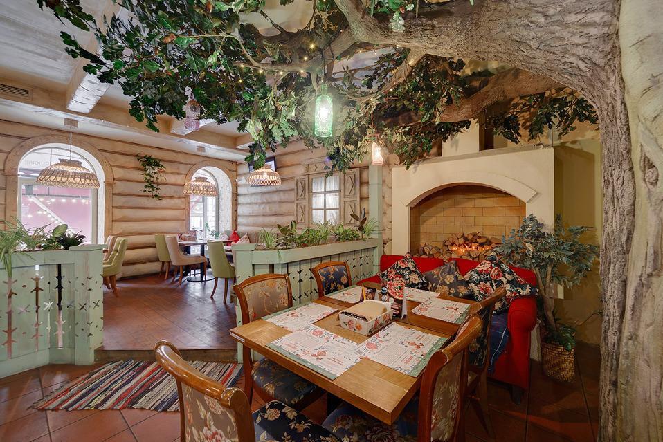 Интерьеры ресторана выдержаны в дачном стиле