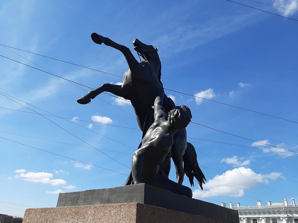 Петербургские памятники в ожидании туристов