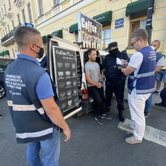 У Казанского собора взяли незаконный автомобиль с кофе