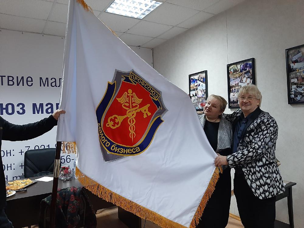 """На знамени - герб """"Профсоюза малого бизнеса"""""""