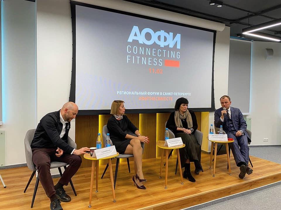 Андрей Хорт (крайний справа) рассказывает о своем опыте зампредседателя комитета по спорту