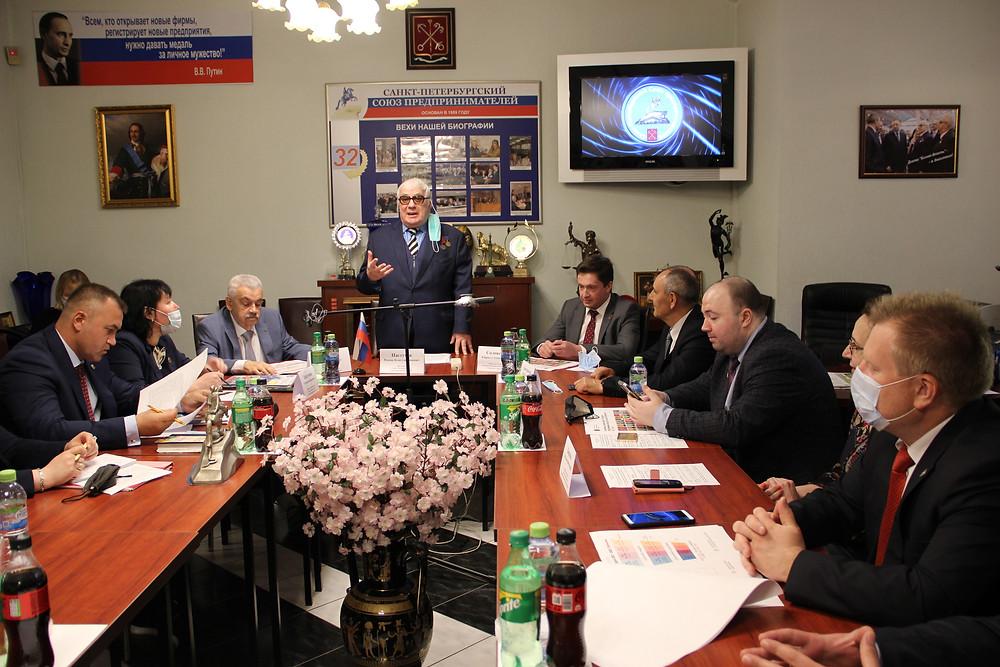 """Роман Пастухов (в центре): """"Необходимо переходить на нормальный диалог"""""""