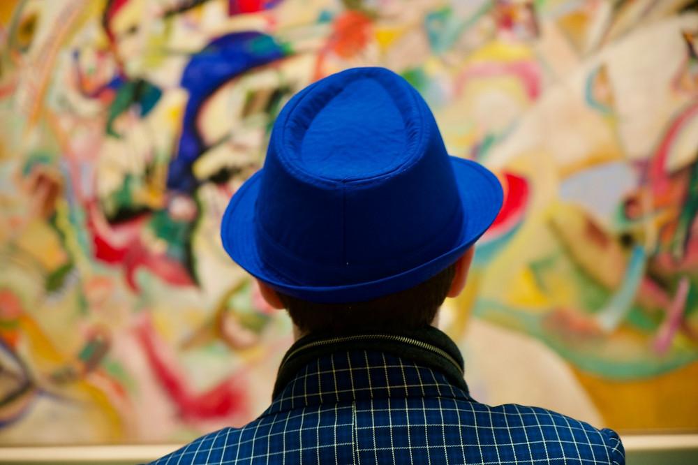 Не только полотна Рембрандта и старых мастеров привлекают туристов в Эрмитаже, но многие специально приезжают увидеть Кандинского и Малевича в здании Штаба. ФОТО: Михаил Борисов
