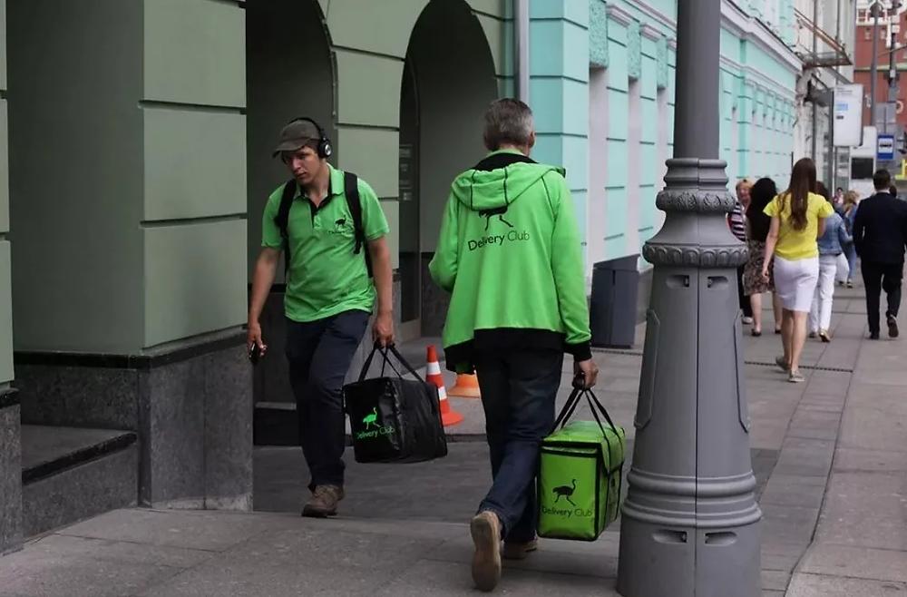 Курьеры на улицах Петербурга не всегда на велосипедах