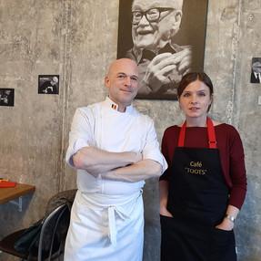 Как бельгийский музыкант печет вафли на Петроградской