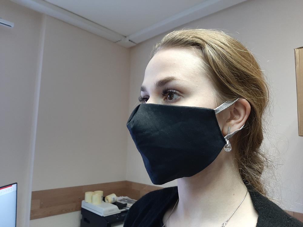 Крой эко-маски повторяет анатомические особенности лица