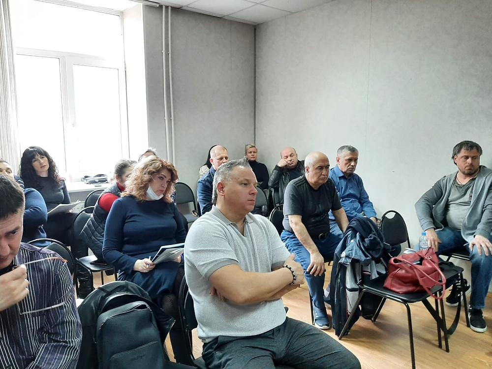 Юрий Рагулин - в первом ряду в центре