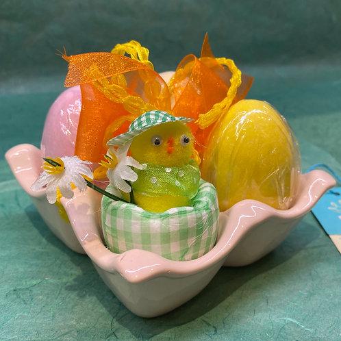 Portauova in ceramica con uova confettate Venchi e pulcino