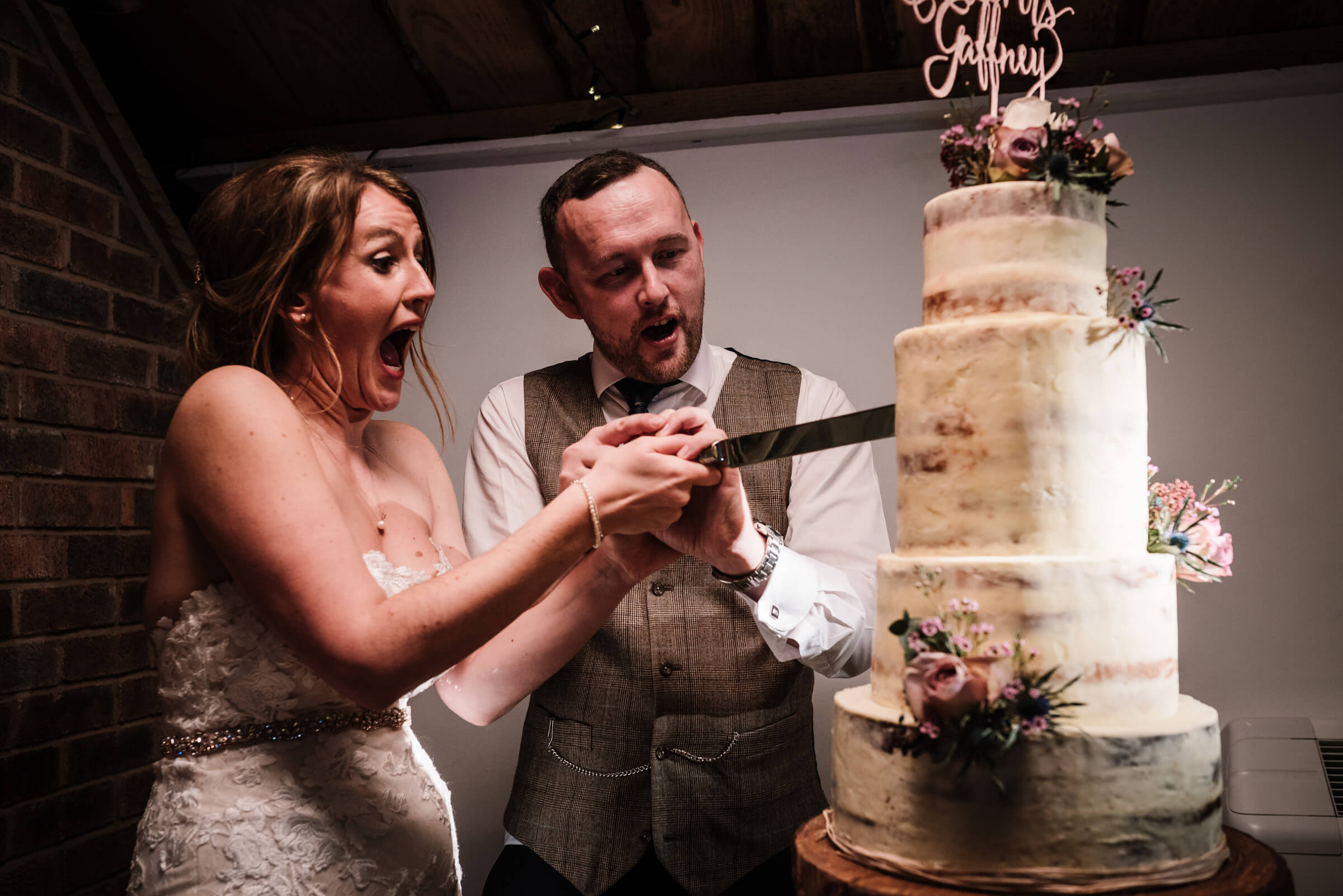 bride and groom cuttting cake
