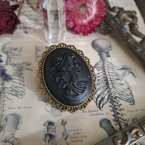 Broche gothique camée lady squelette dentelle bronze