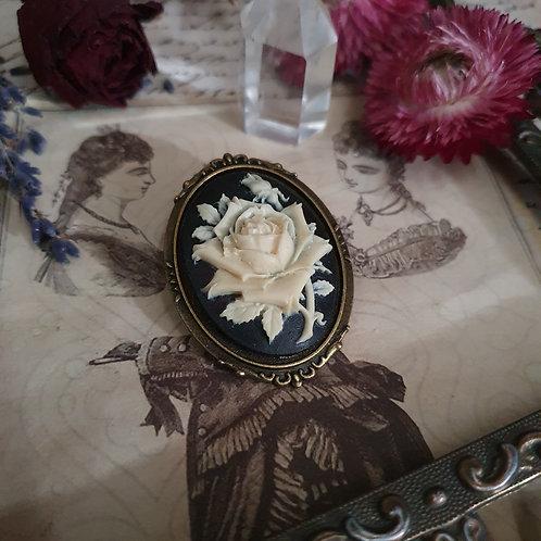 Broche camée rose gothique victorienne bronze