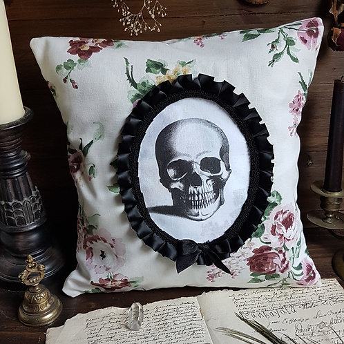 Floral cameo skull gothique pillow halloween