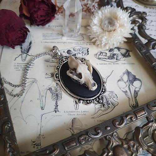 Collier pendentif argenté crâne de loup gothique