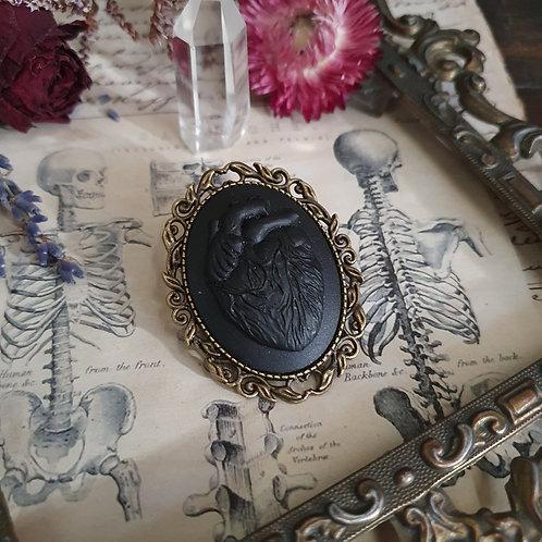 Broche bronze camée coeur anatomique noir gothique