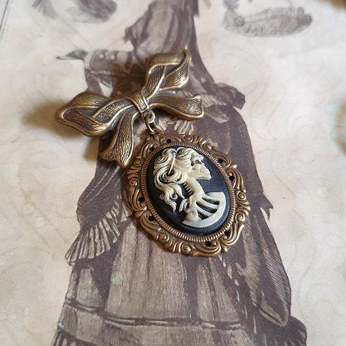 Gothic halloween lady skull cameo bronze pendant brooch