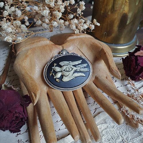 Gothic stempunk silvertone birds eye cameo brooch