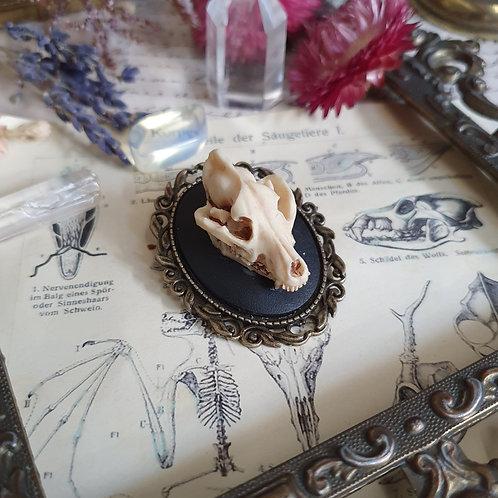 Broche gothique camée crâne de loup feuilles bronze