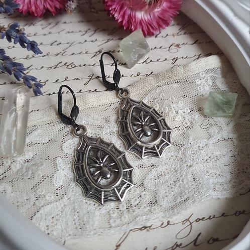 Spider web halloween gothic earrings silvertone