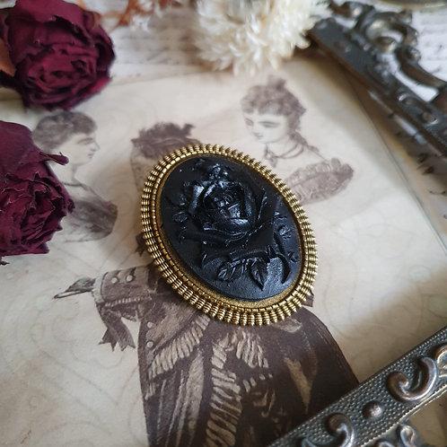 Broche gothique victorienne camée rose noire et or deuil