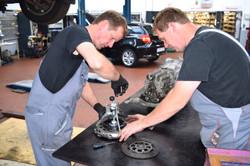 Wartung und Reparatur von Kraftfahrzeugen jeglicher Marken