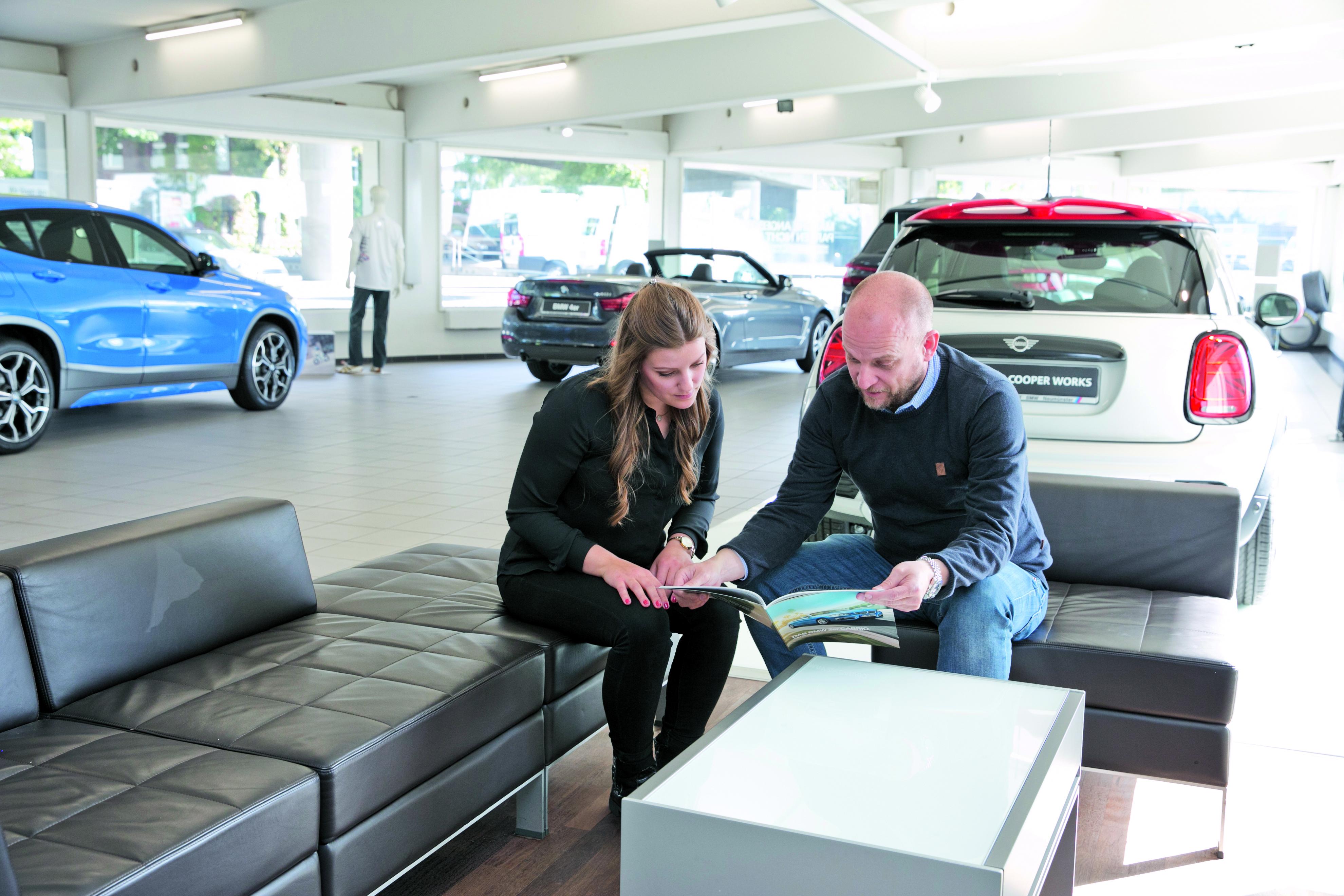 Große Auswahl an Neu-& Gebrauchtwagen