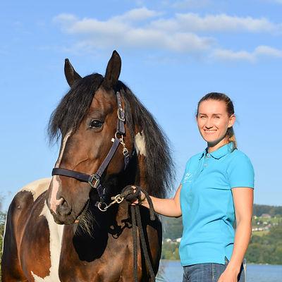 Lena Wieland mit Pferd