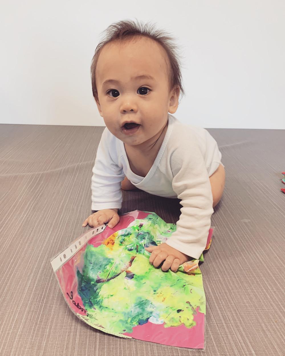 activité bébé peinture propre