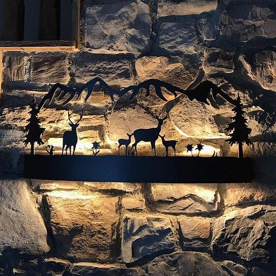 01. LAMPADA DA MURO con Famiglia cervi e stelle alpine