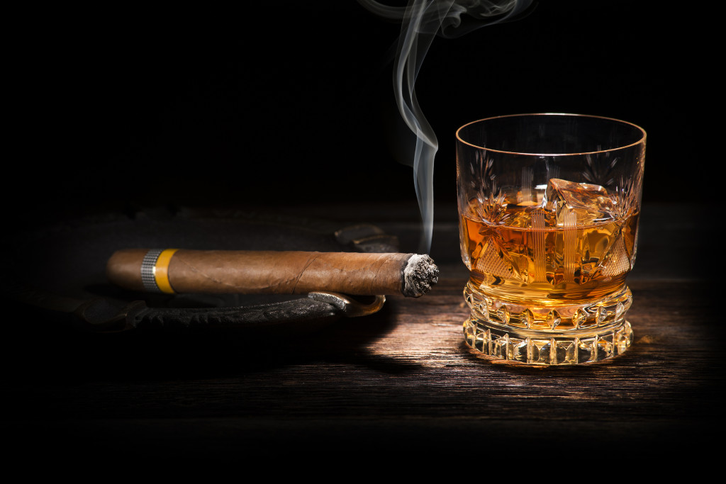 Bourbon-And-Cigar-1024x683