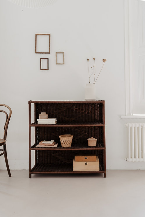Meri-Lou - Open cupboard Maerle