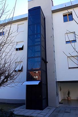 ascensore esterno, vetro scuro, installato a grosseto