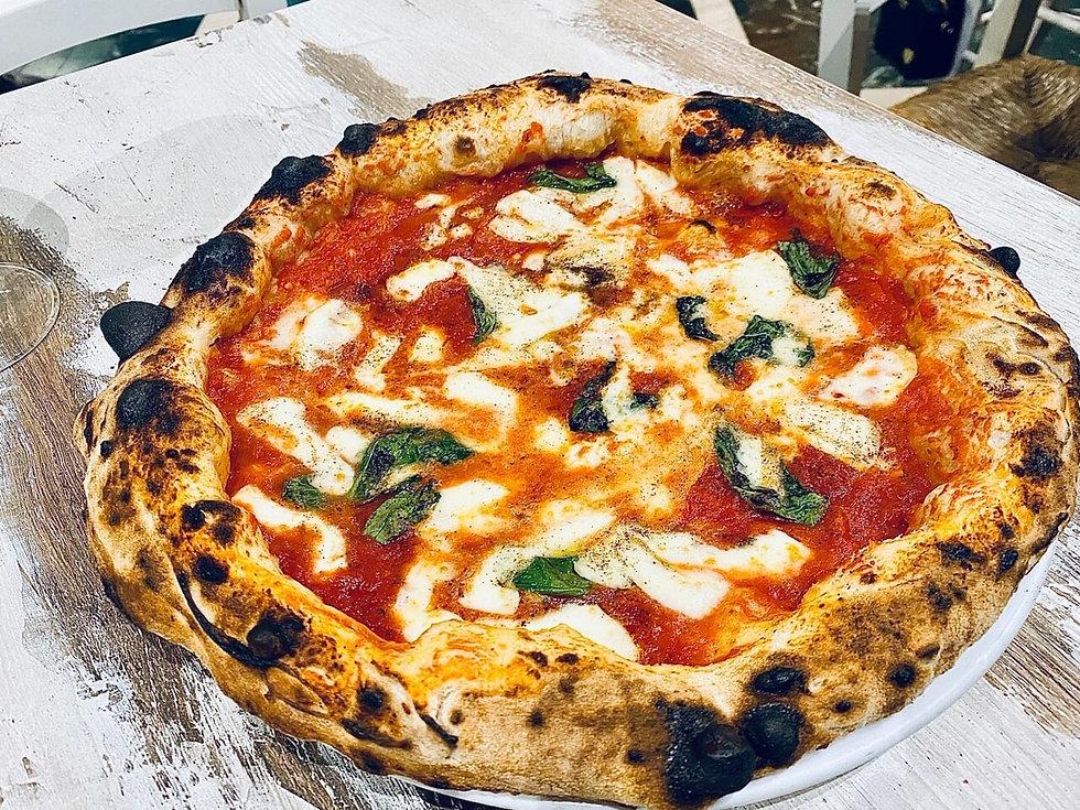 vera pizza margherita napoletana fatta a roma