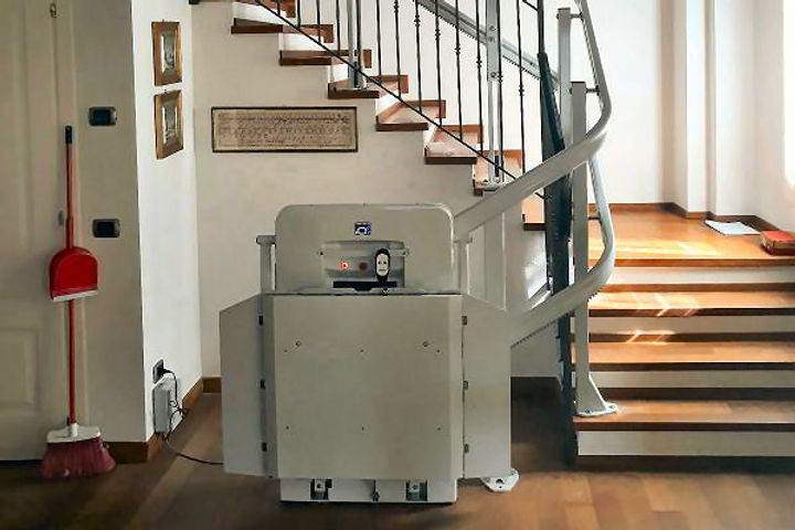 engelli-icin-merdiven-asansoru-model-nex