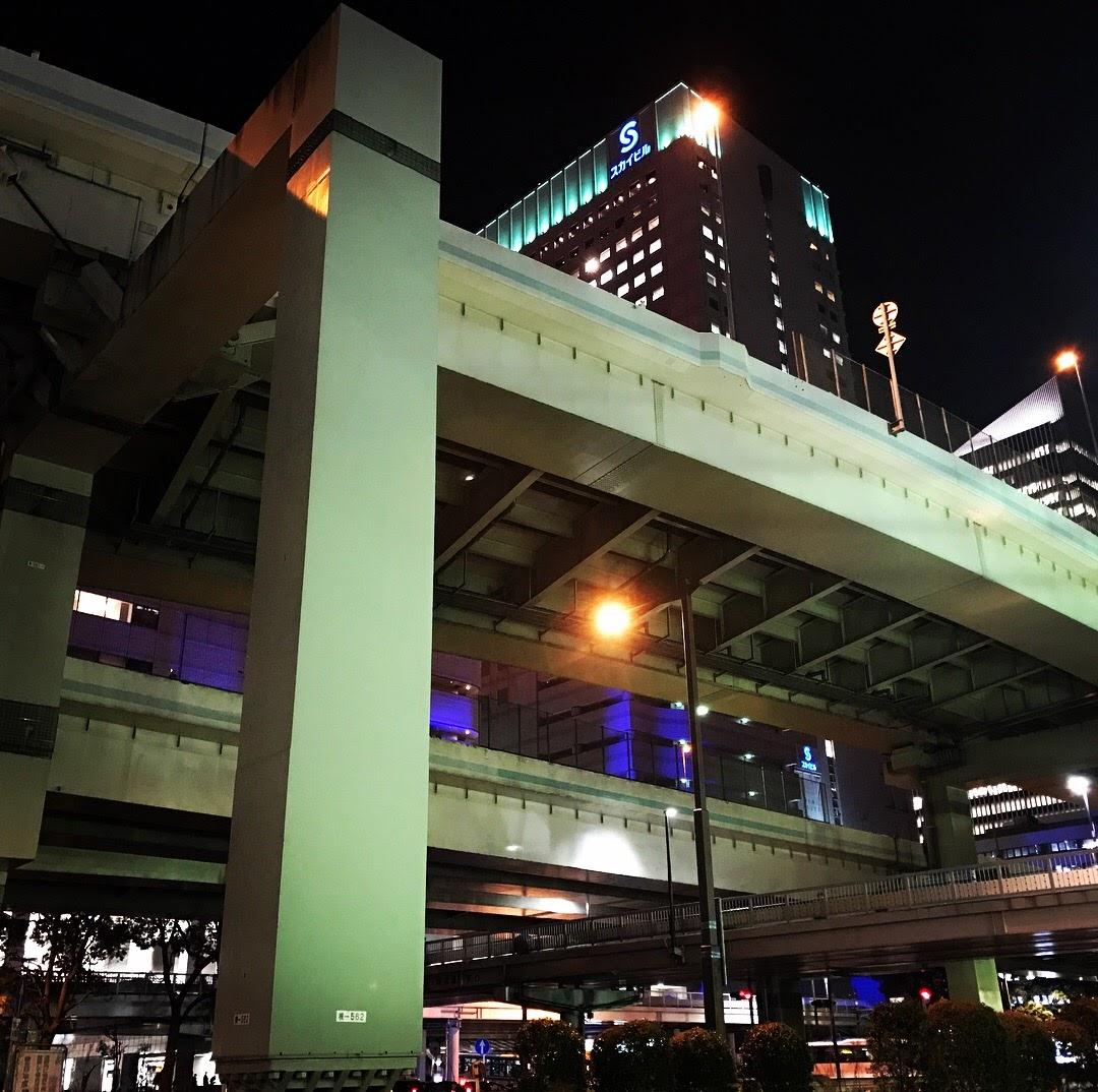 横浜駅前からの眺め