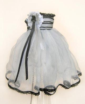 Alice's tiny dress-tiny scale