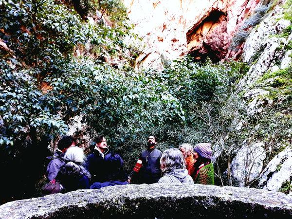 circulo delante de la cueva.jpg