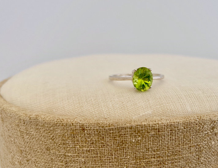 "Ring ""Oval Peridot"""