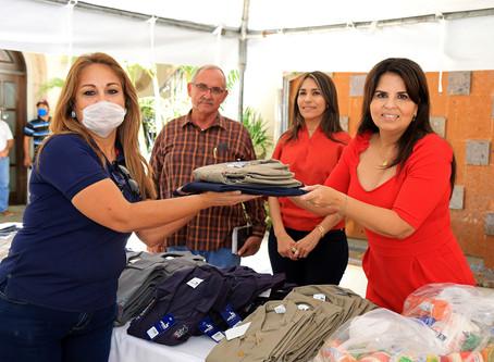 Porque Compartir Nos Une: Gobierno de Armida Castro entrega despensas en municipio de Los Cabos