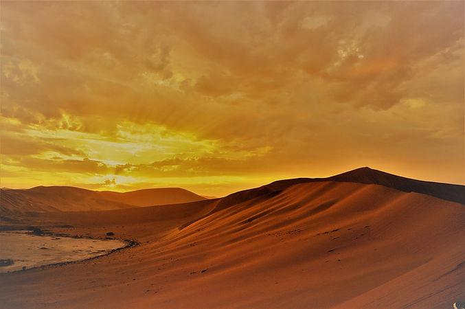 sunrise-2037485_1920.jpg