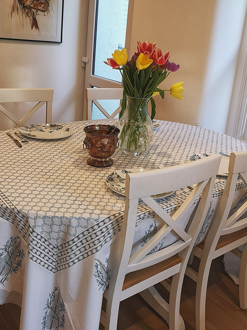 Grey Interlocking Vines Tablecloth