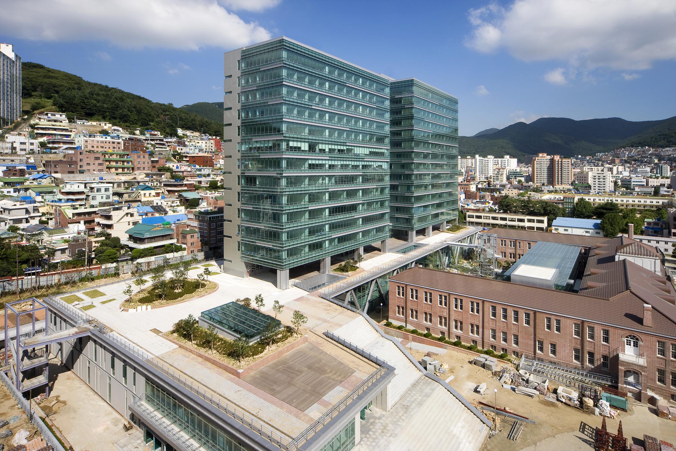 동아대학교 종합강의동 (2008.4)