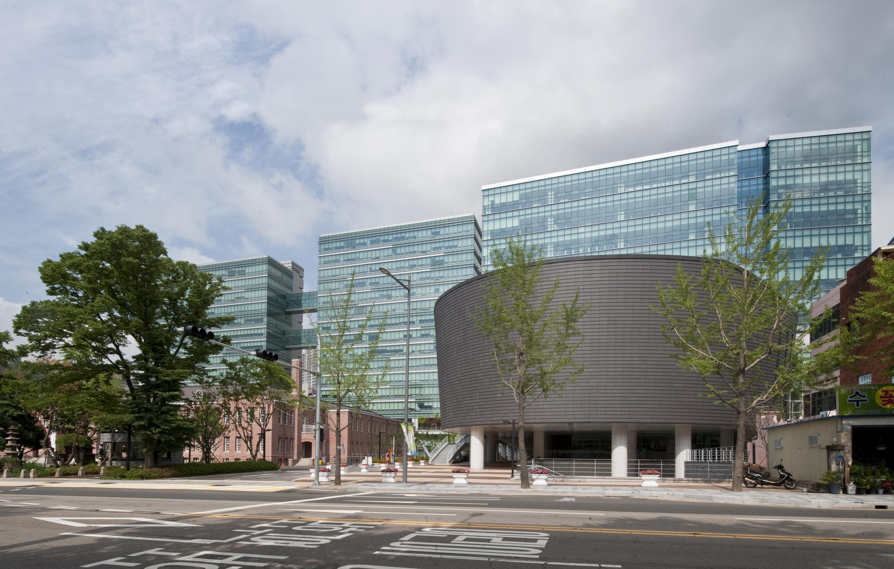 동아대학교 국제관 (2012.6)