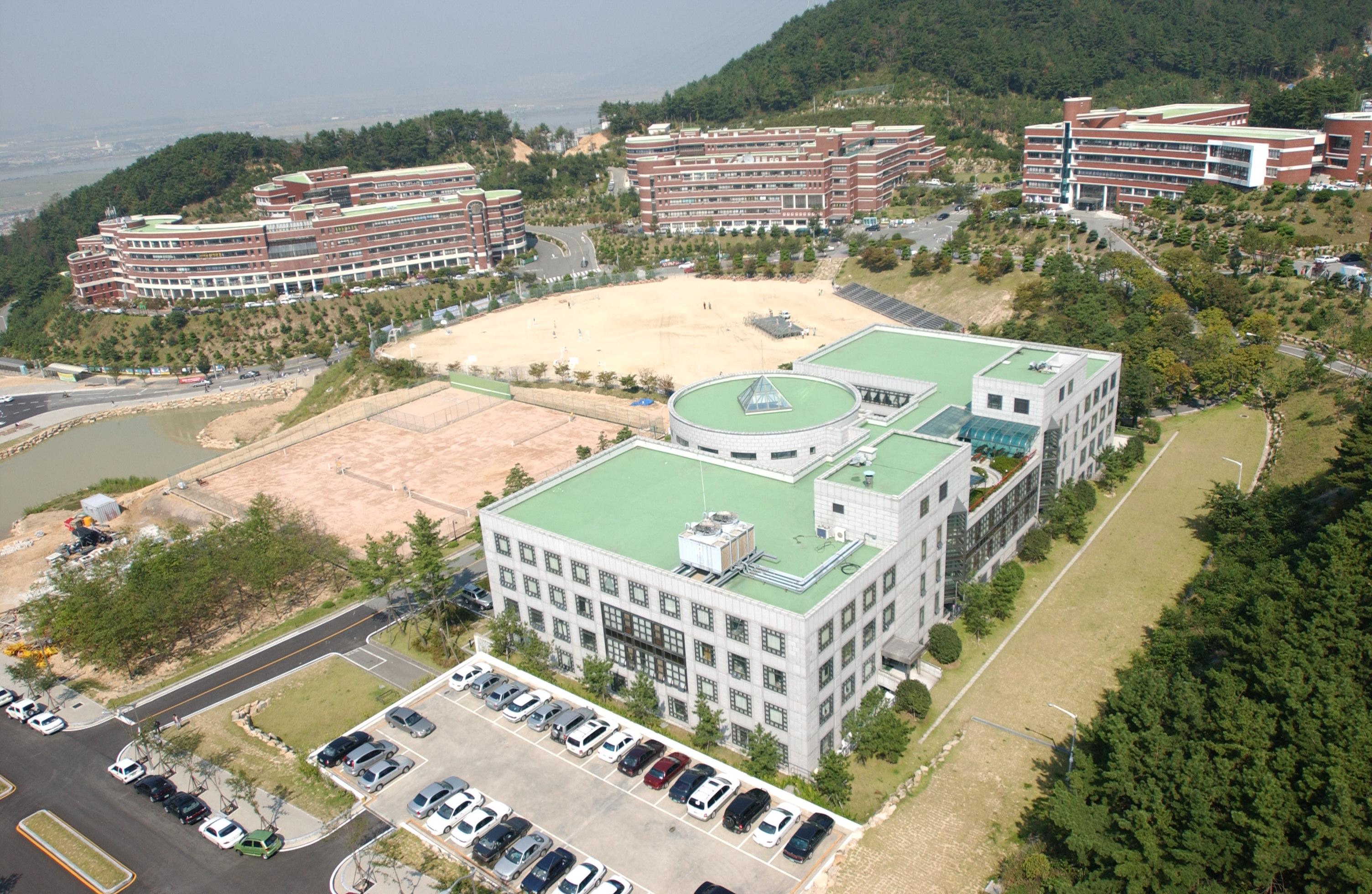 신라대학교 종합정보센터 (1996.12)