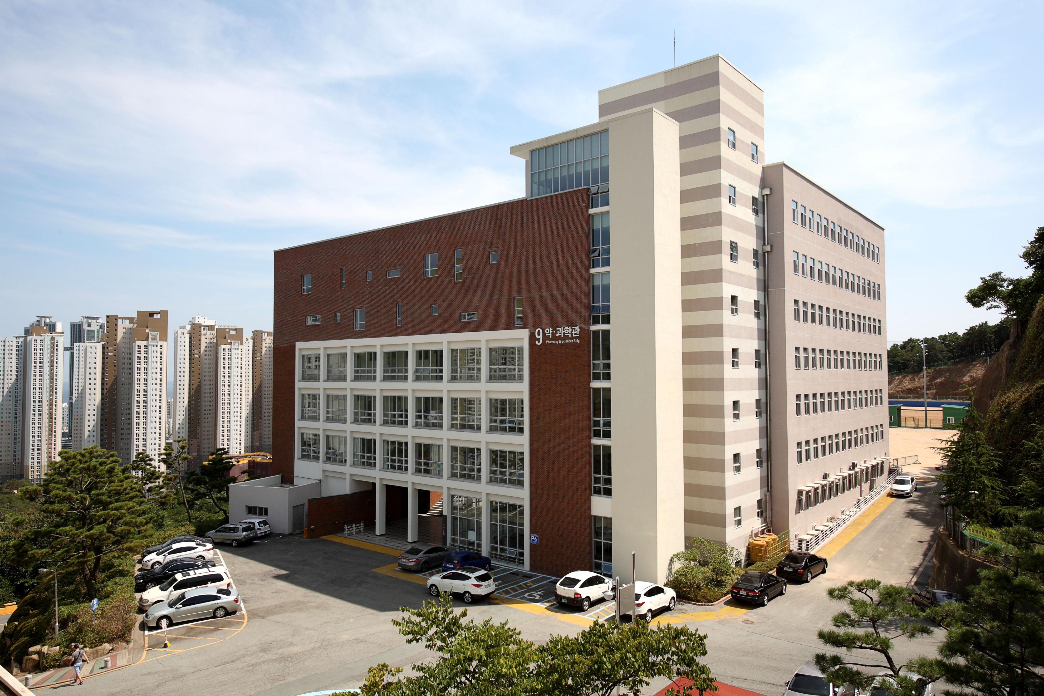 경성대학교 과학관 (2012.7)