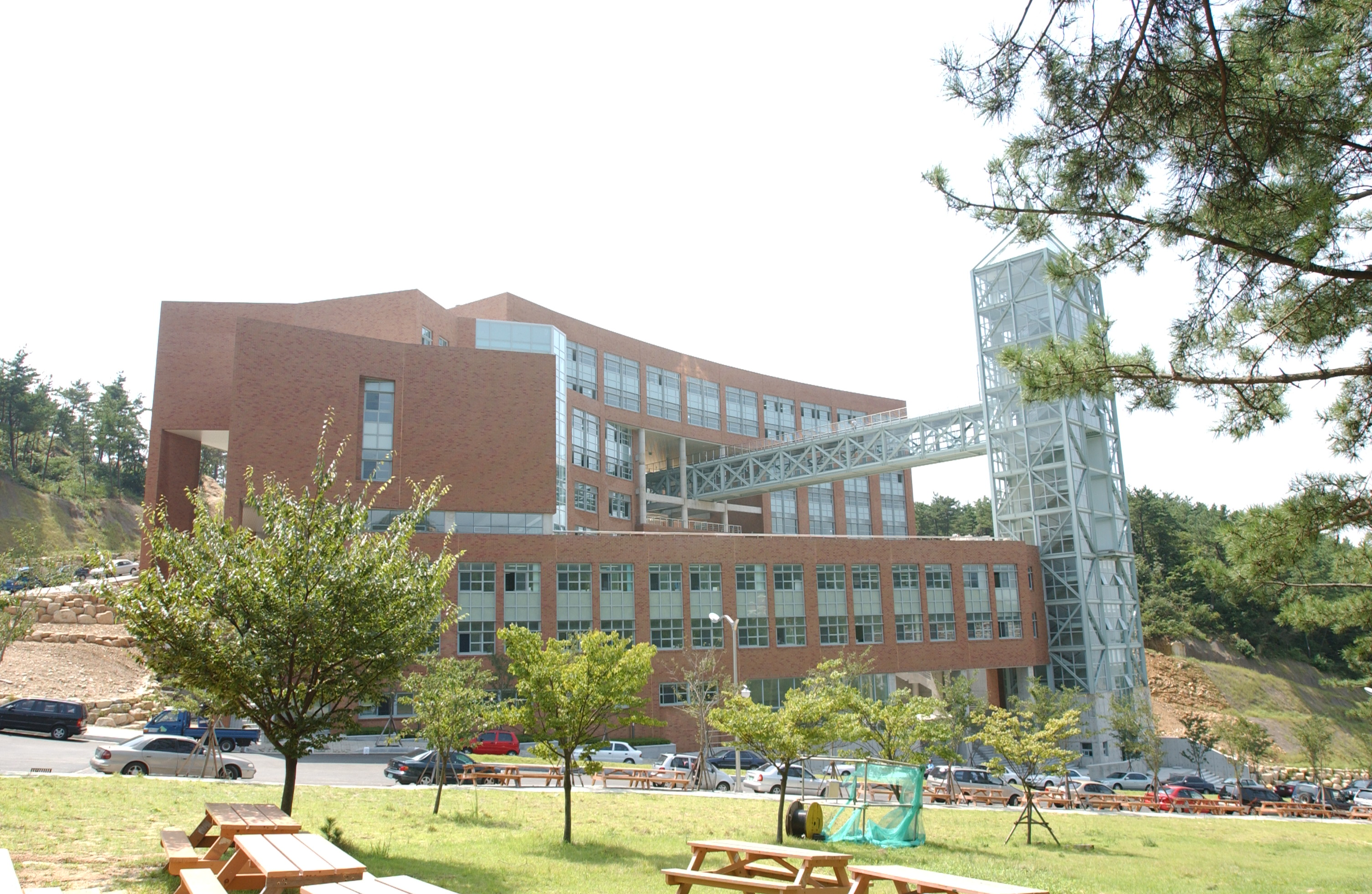 신라대학교 공학관 (2003.3)