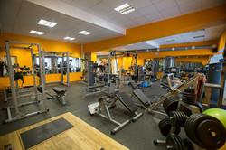 занятия фитнесом в тренажерном зале
