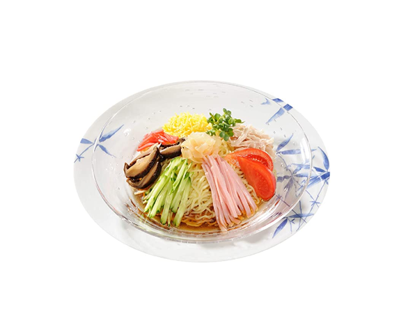 Hiyashi chuka serving