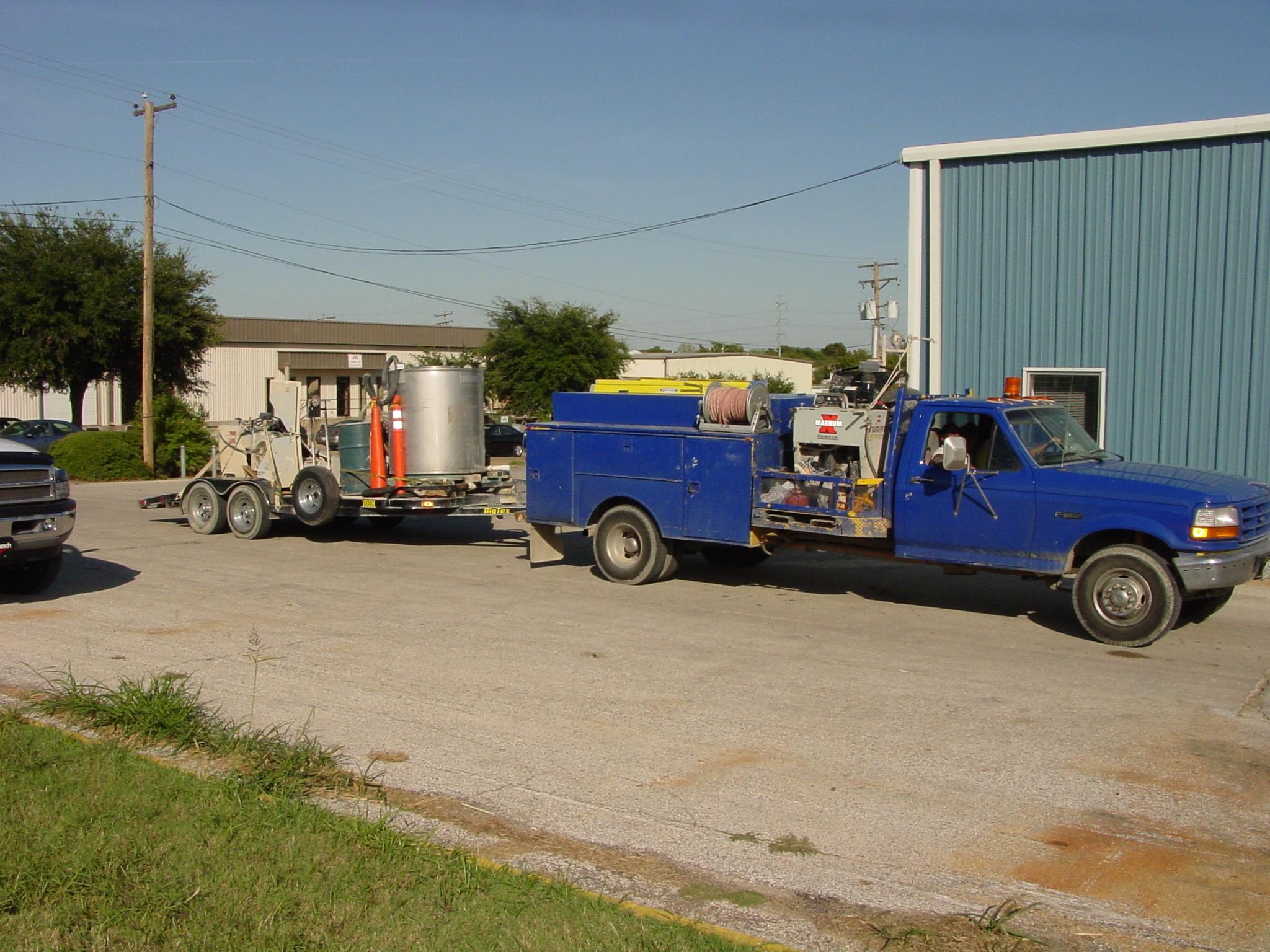 blue truck & wall saw trailer.JPG