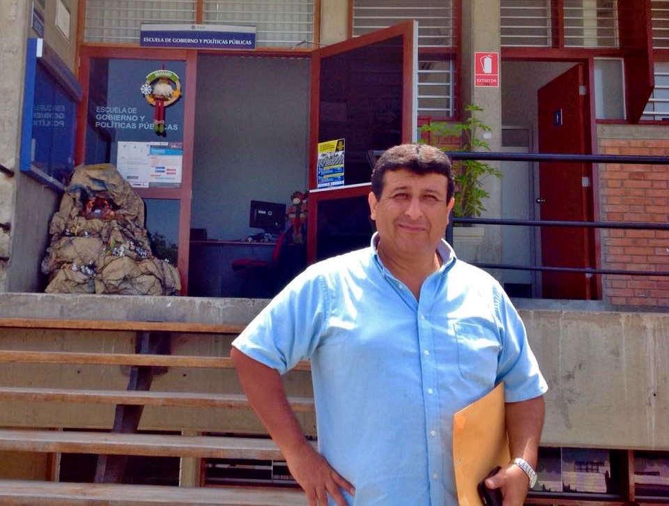 ESCUELA DE GOBIERNO PUCP.jpg